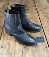 UGG COLLECTION Italian Textured Leather with Heel Black Size 7.5
