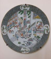 Grand plat ancien porcelaine Chine ou Japon , scène animée de 12 personnages