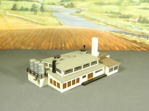 N Scale BUILT Model Building MODERN CHEMICAL FACTORY with LOADING DOCK
