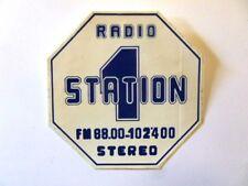 VECCHIO ADESIVO TV RADIO / Old Sticker RADIO STATION 1 (cm 12 x 12)