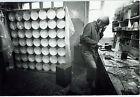 Photo Leon Herschtritt - Julio le Parc - Atelier - Art - tirage d'époque 1970 -