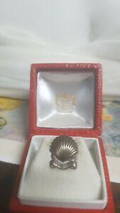 Insigne de boutonnière Cartier vermeil SHELL 10 ANS dans son écrin