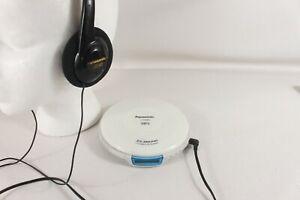 PANASONIC SL-SX480 discman, XBS headphones. (ref D 882)