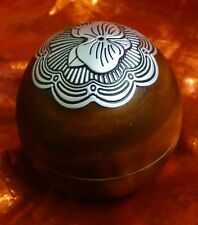 PARTYLITE FRAGRANCE OIL HOLDER WOOD LOOK RESIN BALL WITH SILVER DESIGN ON TOP