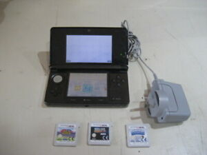 Nintendo 3DS Consol with 3  x 3DS games