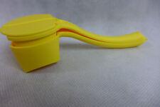 Tupperware Butter Up Hugger Salt & Pepper Shaker Corn On The Cob Yellow Gadget