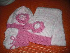 Le ragazze a mano a maglia cappello, sciarpa e muffole, 2-3 anni.
