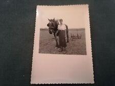 ancienne photo - homme en pose avec sont cheval