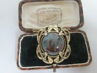 VINTAGE SIGNED MIRACLE SCOTTISH CELTIC ZOOMORPHIC AGATE GLASS BROOCH LAPEL PIN