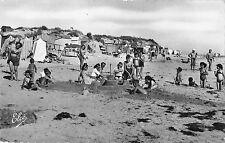 BR52800 Ile de re la couarde les jeux sur la plage       France 1 2 3