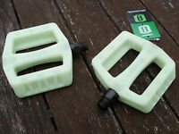"""BMX Bike Pedals (GLOW IN THE DARK) Cycle Bicycle (PAIR) 9/16"""" (NEW)"""