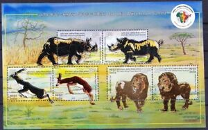 Rhino, Lion, Animals, Silver Gold Foil Embossed, unusual Odd, INDIA 2015 MNH SS