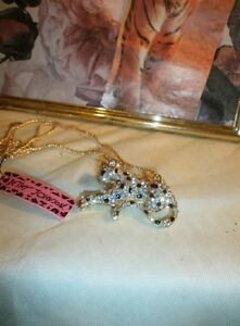 BETSEY JOHNSON ALL-OUT GLITZY LEOPARD PENDANT - NEW