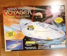 1995 Star Trek Voyager Starship USS NCC-74656 Playmates Ship # 6479