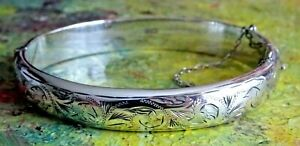 Stunning vintage solid sterling silver hinged bangle bracelet .1965.