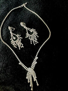 Beautiful Clip- On Waterfall  Earrings & Necklace Jewelry Set, Great Condition
