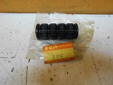 SUZUKI GS450 GS550 DR250 DR350 VL800 FUSSRASTE NOS NEU 43612-47000 (625)