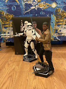 Sideshow Hot Toys  Finn and First Order Riot Control Stormtrooper MMS328