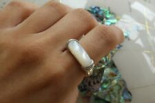sterling silver cabochon mother of pearl with cubic zirconia shoulder ring 5.3g