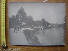 ANCIENNE PHOTO riviere hommes chapeaux haut de forme cannes BOURGEOISIE