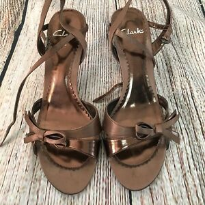 Beautiful Bronze Brown Strappy CLARKS Slingback Sandals Size 5.5