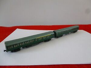'N' GAUGE A 2 CAR KIT BUILT ELECTRIC MULTIPLE UNIT IN DARK GREEN - MAKE UNKNOWN