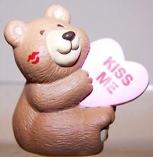 1992 New Hallmark Valentine Merry Miniature Kiss Me Bear Mint Never Used Qsm9717
