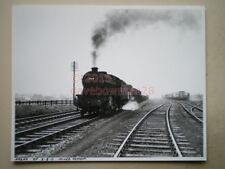 PHOTO  10 X 8 INCHES - LMS CLASS 8F LOCO NO 48699 ON MIXED FREIGHT