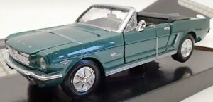 Motor Max 1/24 Scale Model Car 73200AC - 1964 1/2 Ford Mustang - Green