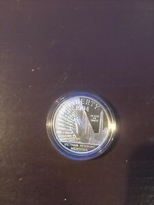 1994-P VIETNAM MEMORIAL PROOF COMMEMORATIVE SILVER DOLLAR
