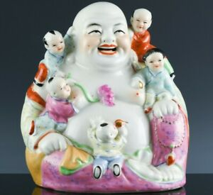 CHINESE FAMILLE ROSE PORCELAIN ENAMEL HAPPY BUDDHA FIGURE WITH CLIMBING CHILDREN