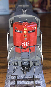 Athearn Blue Box Southern Pacific SD-9 #4352 Powered Locomotive