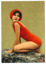 carte cpa femme en maillot de bain rouge vers 1950 couleur et doré pin-up photo