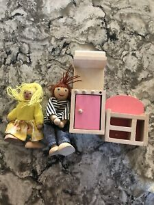 Wooden Doll House Family  Figures Lot People & Furniture Hape