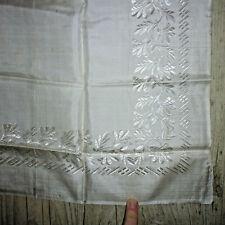 Ancien foulard carré ou fichu en soie blanc broderie 69x69 début XXe / 2
