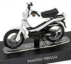 Piaggio Grillo - 50 Cc Moped Mofa Moped White 1:18 Atlas