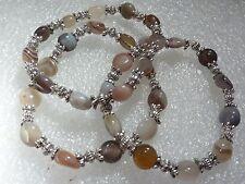 Bracelet extensible en agate multi couleurs et perles en argent plaqué