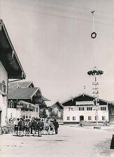 ALLEMAGNE c. 1940 - Bavarois en Lederhose  L'Arbre de Mai Oberammergau - DIV8407