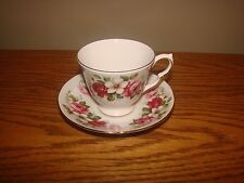 Vintage Elegant QUEEN ANNE Bone China England Floral Design Tea Cup & Saucer Set