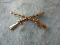 WWII US Army Infantry Officer Insignia Pin Crossed Rifles Amico Paratrooper WW2