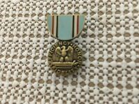US AIR FORCE GOOD CONDUCT MEDAL HAT/LAPEL PIN