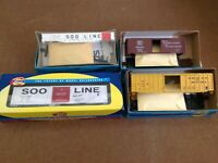 HO SCALE ATHEARN BOXCARS AND GONDOLA LOT OF 4 SOO LINE, DSSA, GB&W