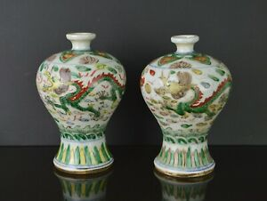 A  PAIR OF CHINESE PORCELAIN FAMILLE VERTE VASES WITH DRAGON & PHOENIX