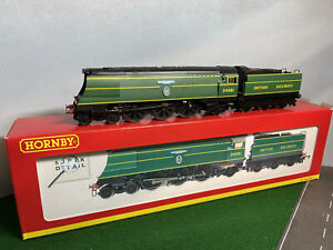 Hornby Railways OO gauge R2220 Battle of Britain Locomotive 92 Squadron Boxed.