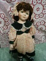 40cm    belle poupée téte porcelaine ,yeux verts ,cils,cheveux  tresses  couette