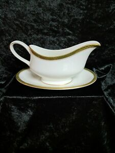 WEDGWOOD CHESTER MADE IN ENGLAND GRAVY BOAT WITH SAUCER EXCELLENT AS NEW