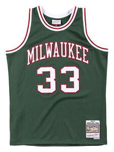 Mitchell & Ness Milwaukee Bucks Away 1970-71 Kareem Abdul-Jabbar Swingman Jersey