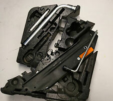 7L0011031H VW Tuareg Audi Q7 Bordwerkzeug Wagenheber für Ersatzrad Werkzeug Set