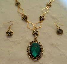 VICTORIAN STYLE- DIAMOND ROSE - EMERALD GREEN CRYSTAL GOLD PLATE NECKLACE SET DR