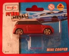 ** MINI COOPER ** Maquette de voiture ** Maisto ** FRESH METAL ** NEUF **. Rouge/Blanc